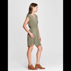 NWOT H&M beautiful sleeveless ruffle dress